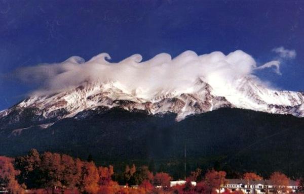 wave cloud mountains