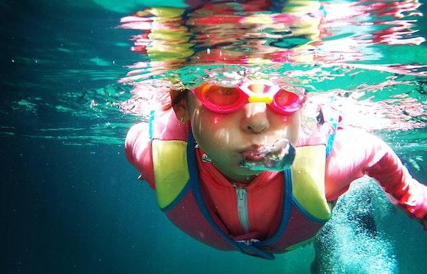 guillermo-swimming-unsplash