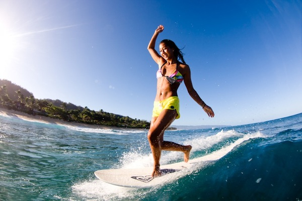 Kelia Moniz surfing